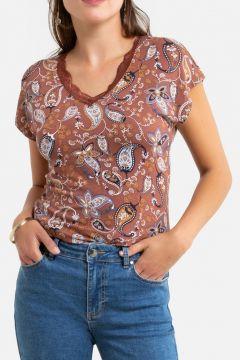 Camiseta estampada con cuello de pico y manga corta(121532224)